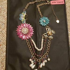 Betsey Johnson flower/butterfly necklace NWT